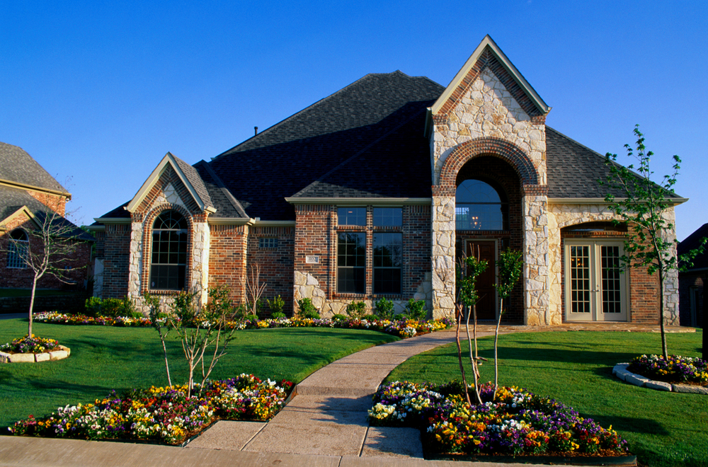 5 Essential Landscaping Tips to Sell Your Home